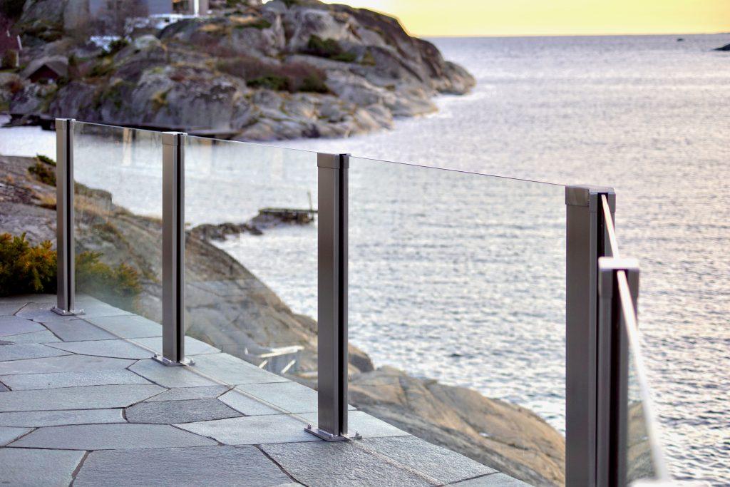 Glassrekkverk i design Sonate på Tjøme