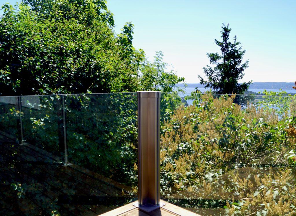 Glassrekkverk i design sonate Zero - hjørne Oslo DSC04475